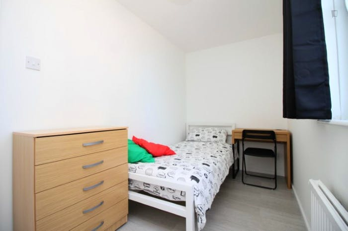 Very nice single bedroom near the Bromley-by-Bow tube  - Gallery -  4