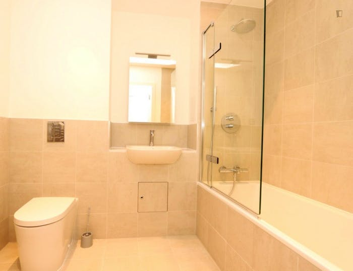 Welcoming double ensuite bedroom in Rotherhithe  - Gallery -  5