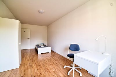 Cool single bedroom in a 3-bedroom apartment near Elbruchstraße transport station