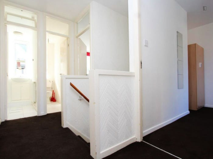 Welcoming double bedroom in Hampstead  - Gallery -  9