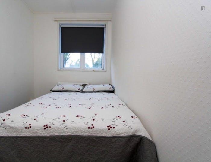 Well-lit double bedroom in Hampstead  - Gallery -  5
