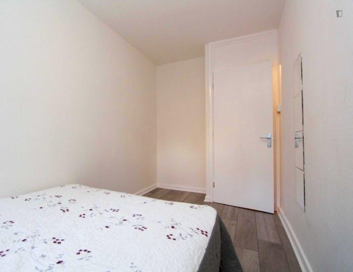 Well-lit double bedroom in Hampstead  - Gallery -  6