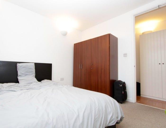Well-lit double bedroom in East Greenwich  - Gallery -  1