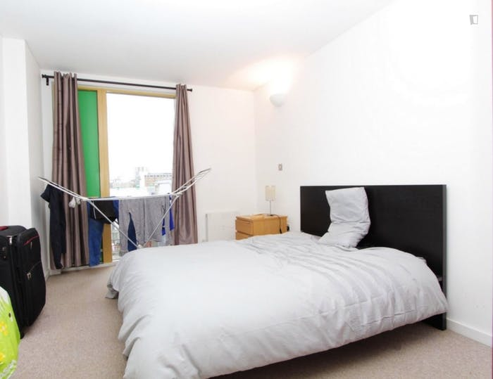 Well-lit double bedroom in East Greenwich  - Gallery -  2