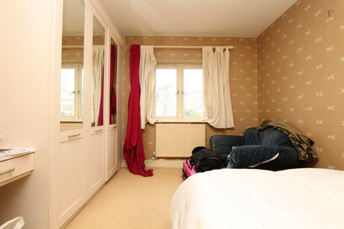 Warm double bedroom in the Blackwall neighbourhood  - Gallery -  3