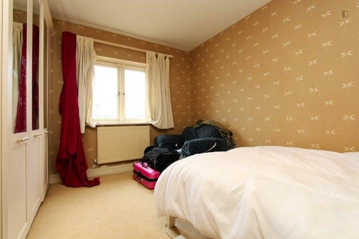 Warm double bedroom in the Blackwall neighbourhood  - Gallery -  2
