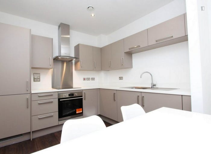 Unique double bedroom, with private balcony, in Beckton  - Gallery -  9
