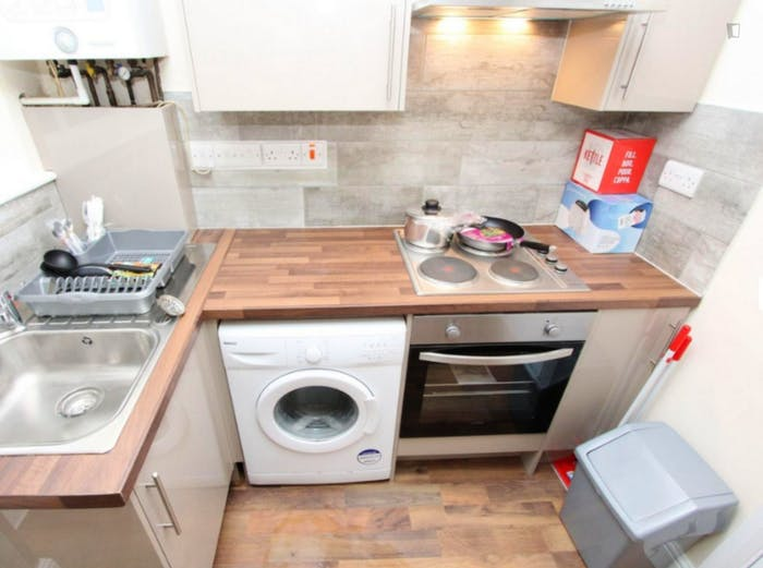 Welcoming double bedroom near the Leyton Midland Road train station  - Gallery -  7