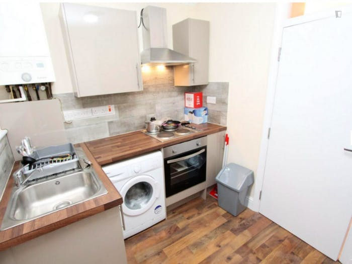 Welcoming double bedroom near the Leyton Midland Road train station  - Gallery -  5
