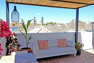 Traditional Sunny House w/ Rooftop Deck  - Gallery -  1