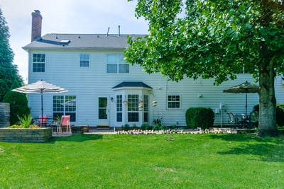 Large House - Incl. Private Backyard with Fire Pit