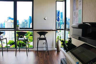 Upscale Style Apt. - Incl. Coworking + Rooftop w/ City View