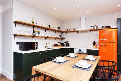 Classic Renovated Apt. - Incl. Coworking + Terrace