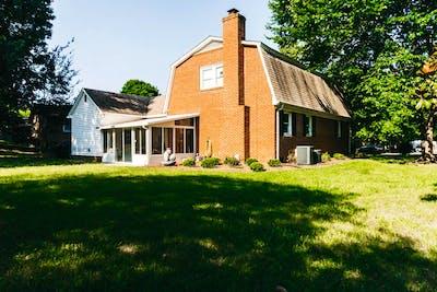 Newly Renovated Cozy Barn House