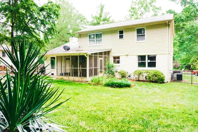 Newly Updated House - Incl. Backyard and Fire Pit
