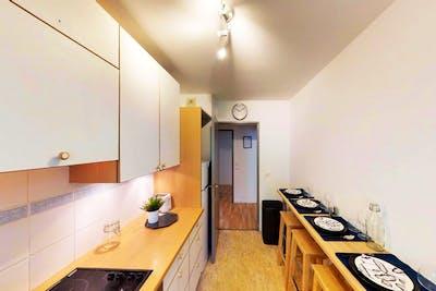 Homey Modern Apt. - Incl. Workspace