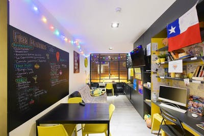 Vibrant Trendy Complex - Incl. Coworking  - Gallery -  1