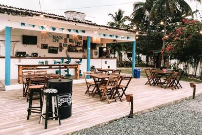 Tropical Style Complex w/ Coworking + Bar  - Gallery -  1