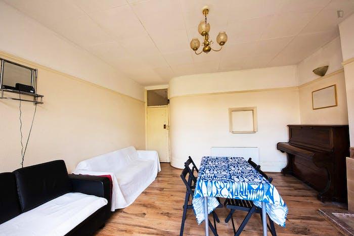 Warm single bedroom in Leytonstone  - Gallery -  3