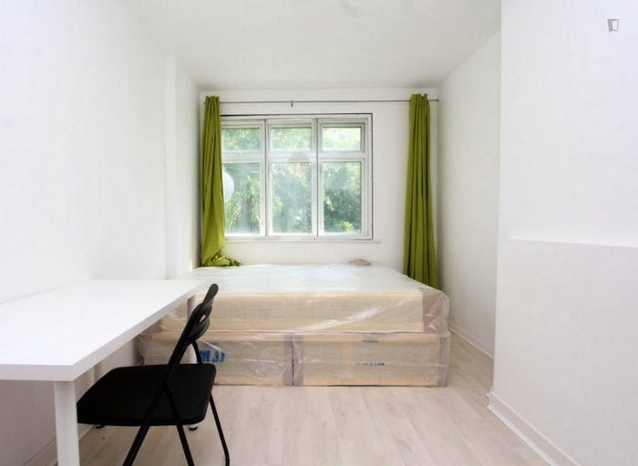 Warm double bedroom in up-and-coming Poplar  - Gallery -  5