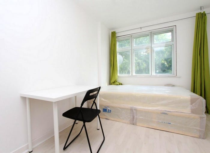 Warm double bedroom in up-and-coming Poplar  - Gallery -  1