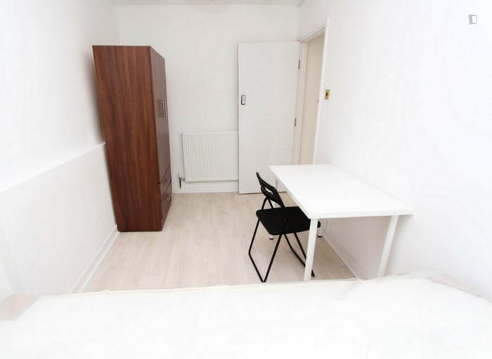 Warm double bedroom in up-and-coming Poplar  - Gallery -  2