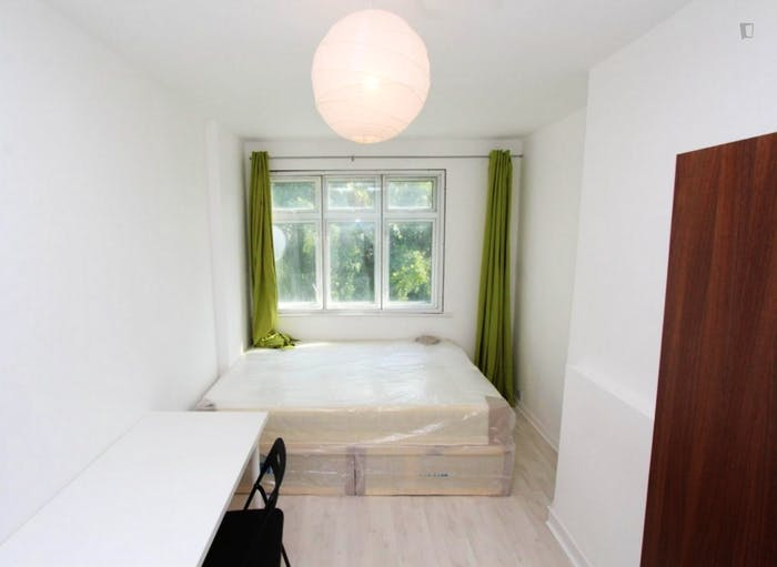 Warm double bedroom in up-and-coming Poplar  - Gallery -  6