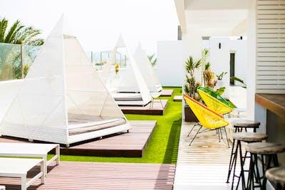 Comfy Modern Apt. w/ Coworking + Pool + Terrace Deck