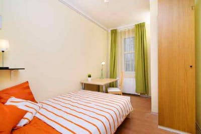 Charismatic double bedroom in well-linked Holešovice