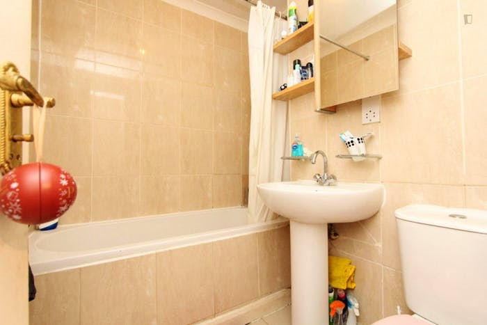 Very nice double bedroom in a 4-bedroom house, in Isle of Dogs  - Gallery -  9