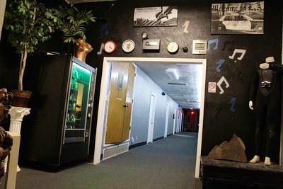 Spacious & Urban Complex - Incl. Film + Recording + Gym/Game Rooms