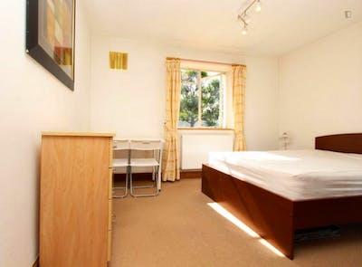 Tasteful double bedroom near the Primrose Hill park  - Gallery -  2