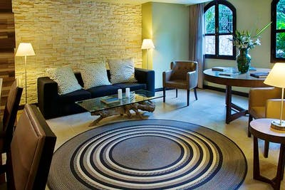 Classic Stylish Complex w/ Coworking + Sauna +  Lounge Areas