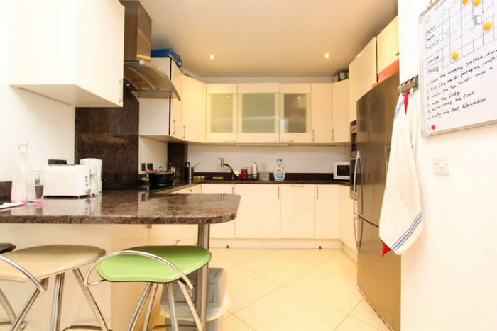 Well-equipped double bedroom in St John's Wood  - Gallery -  6