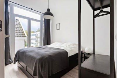 Modern 2-bedroom apartment near Rotterdam Noord train station