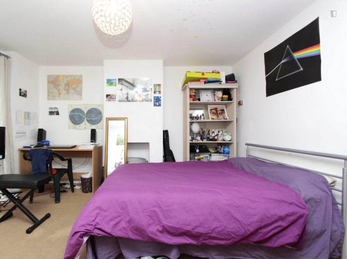 Well-lit double bedroom in Isle of Dogs  - Gallery -  5