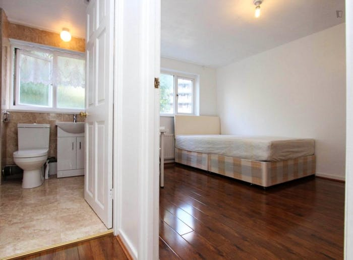 Wonderful double bedroom in a nice flat, near the Stratford train station  - Gallery -  7