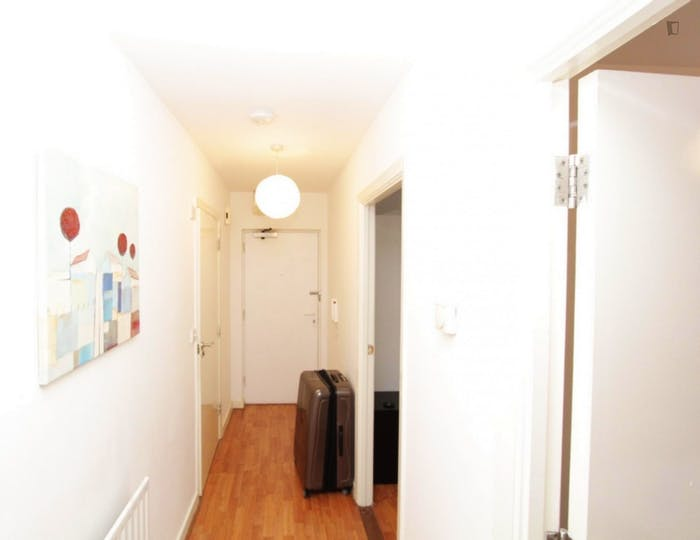 Warm double bedroom, with private balcony, in Poplar  - Gallery -  8