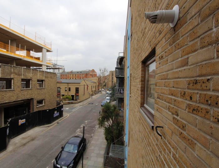 Warm double bedroom, with private balcony, in Poplar  - Gallery -  4
