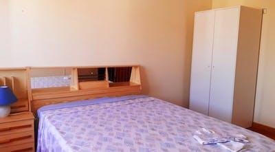 Double bedroom in a 3-bedroom apartment near Parque da Bela Vista