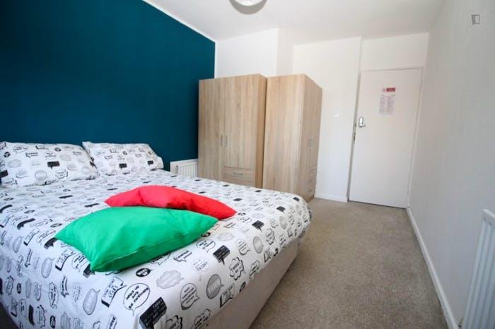 Welcoming double bedroom in Mile End  - Gallery -  2