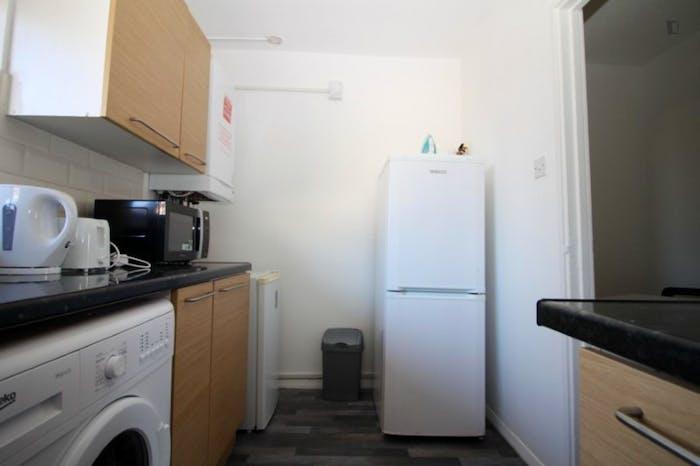 Welcoming double bedroom in Mile End  - Gallery -  6
