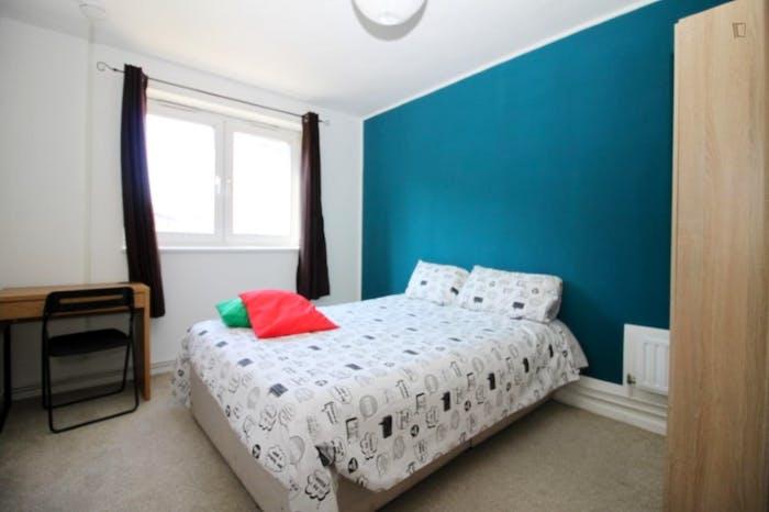 Welcoming double bedroom in Mile End  - Gallery -  1