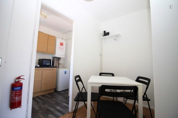 Welcoming double bedroom in Mile End  - Gallery -  7
