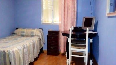 Single bedroom in a 3-bedroom apartment near Punta de San Felipe