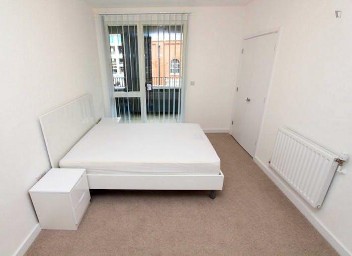 Very pleasant double bedroom in Royal Docks  - Gallery -  1