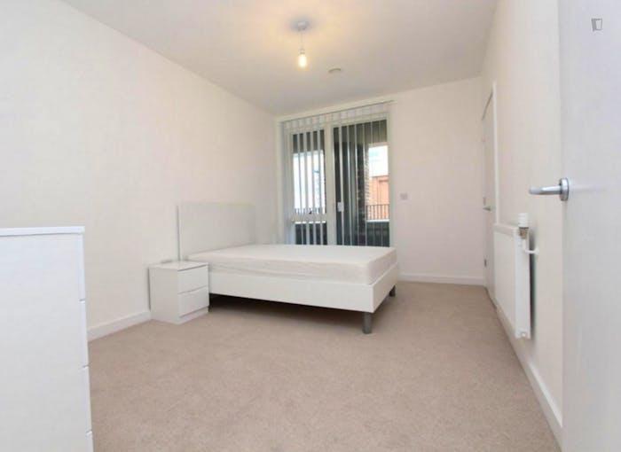 Very pleasant double bedroom in Royal Docks  - Gallery -  2