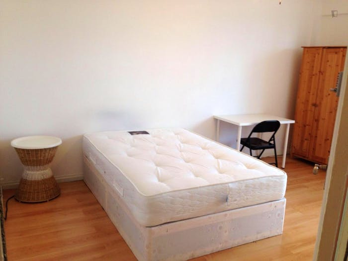 Well-lit double bedroom in Stepney  - Gallery -  8