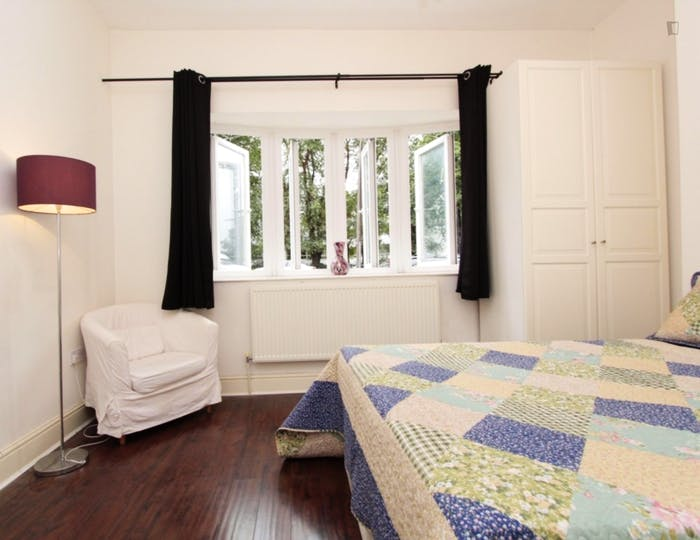 Well-lit double bedroom in Isle of Dogs  - Gallery -  3