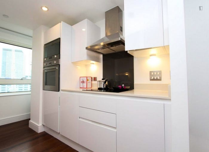 Welcoming double bedroom in Millwall  - Gallery -  5